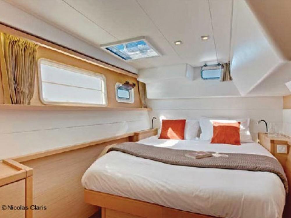 Verhuur Catamaran Lagoon met vaarbewijs