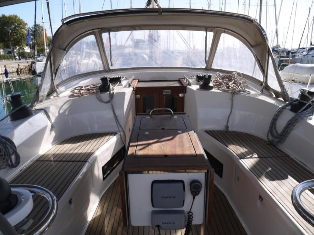 Jachthuur in Marina de Alimos - Bavaria Bavaria 45 Cruiser via SamBoat