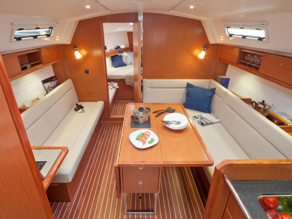 Huur een Bavaria Bavaria Cruiser 36  in De Fryske Marren