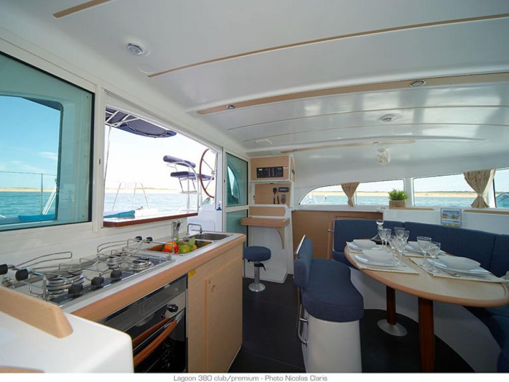 Catamaran te huur in Le Marin voor de beste prijs