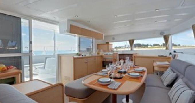 Verhuur Catamaran in Le Marin - Lagoon Lagoon 42