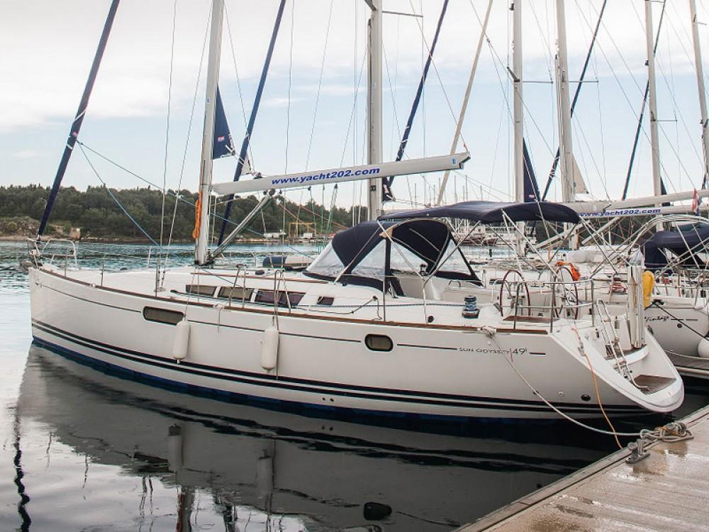 Huur een Jeanneau Sun Odyssey 49i in Šibenik
