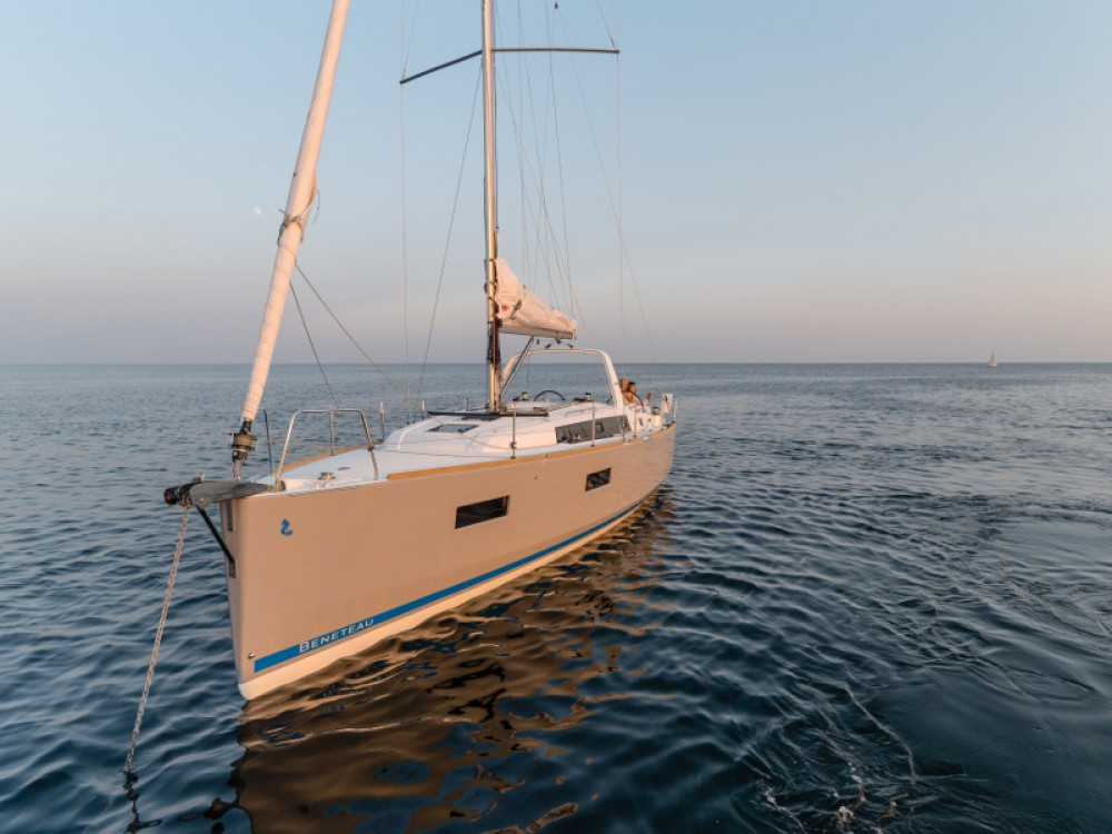 Huur een Bénéteau Oceanis 38 in Šibenik