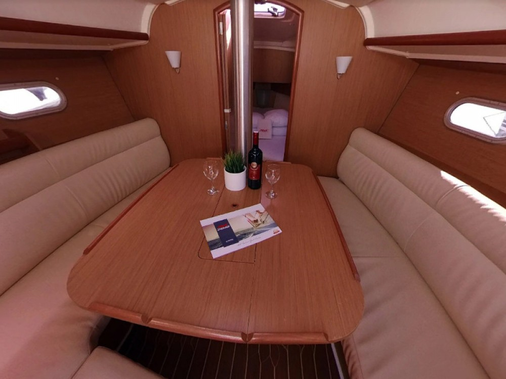 Jeanneau Sun Odyssey 32i te huur van particulier of professional in