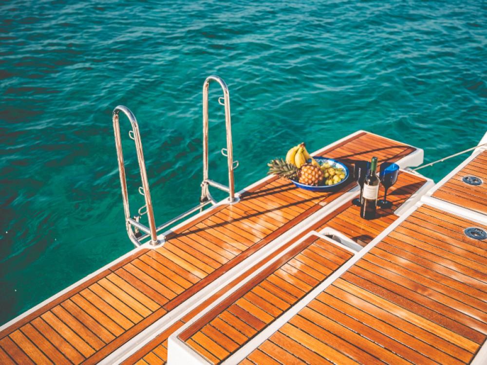 Bénéteau Oceanis 55.1 te huur van particulier of professional in Marina de Alimos