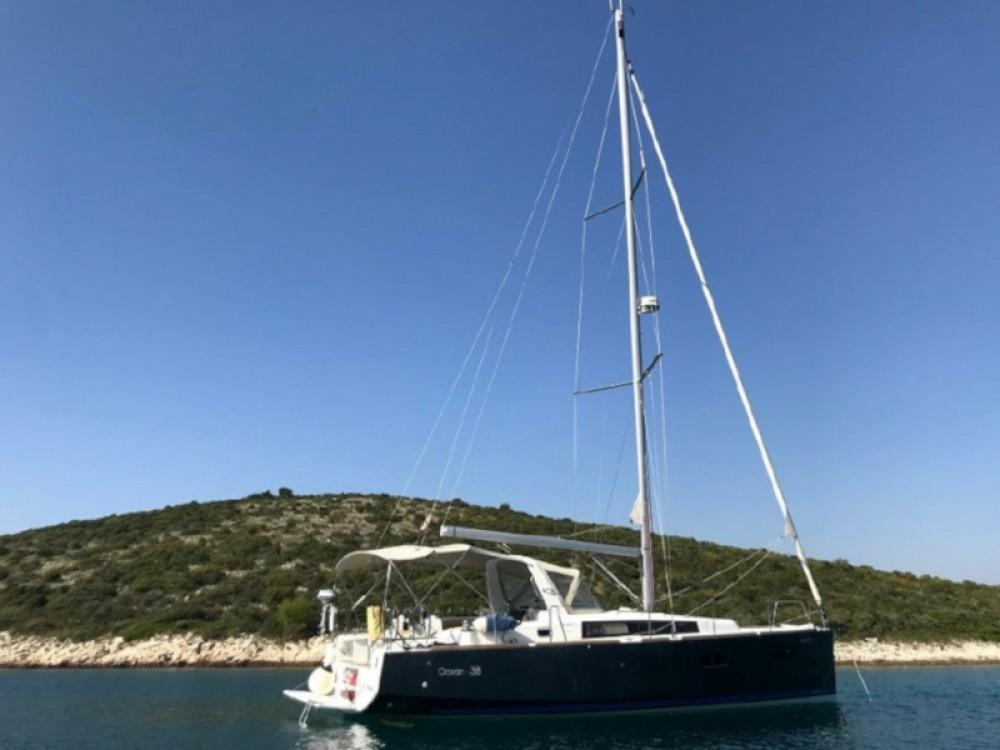 Verhuur Zeilboot in Grad Pula - Bénéteau Oceanis 38 Owner Version