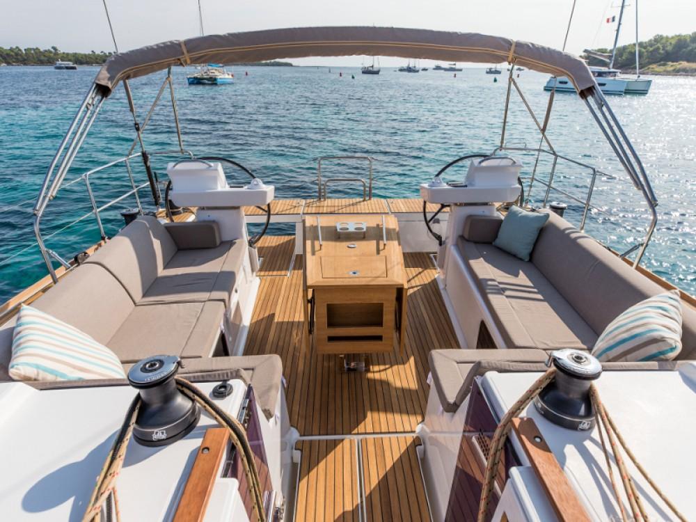 Verhuur Zeilboot in Primošten - Dufour Dufour 520 GL