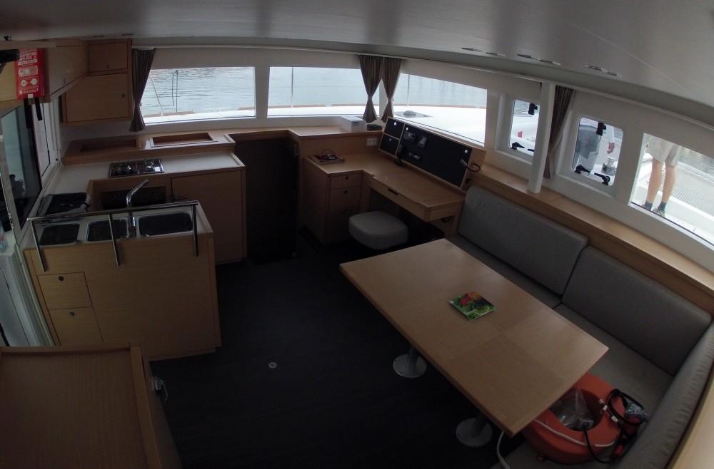 Huur Catamaran met of zonder schipper Lagoon in Komolac