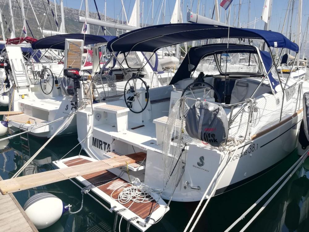 Bootverhuur Bénéteau Oceanis 38.1 in Marina Kaštela via SamBoat