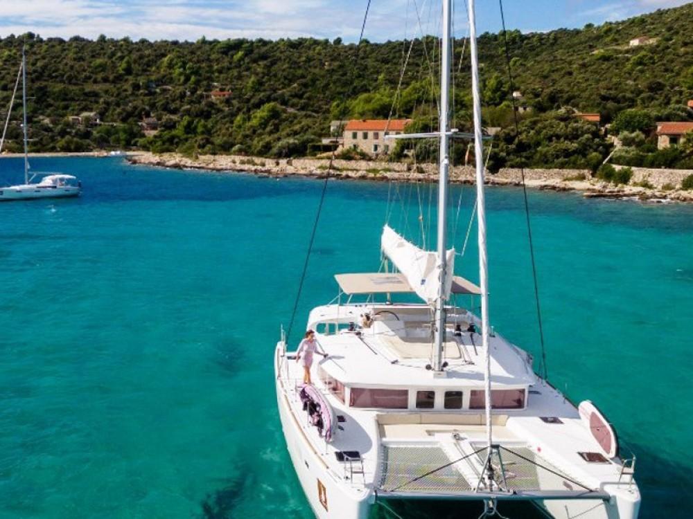 Bootverhuur Lagoon Lagoon 450 F Luxury in Trogir via SamBoat