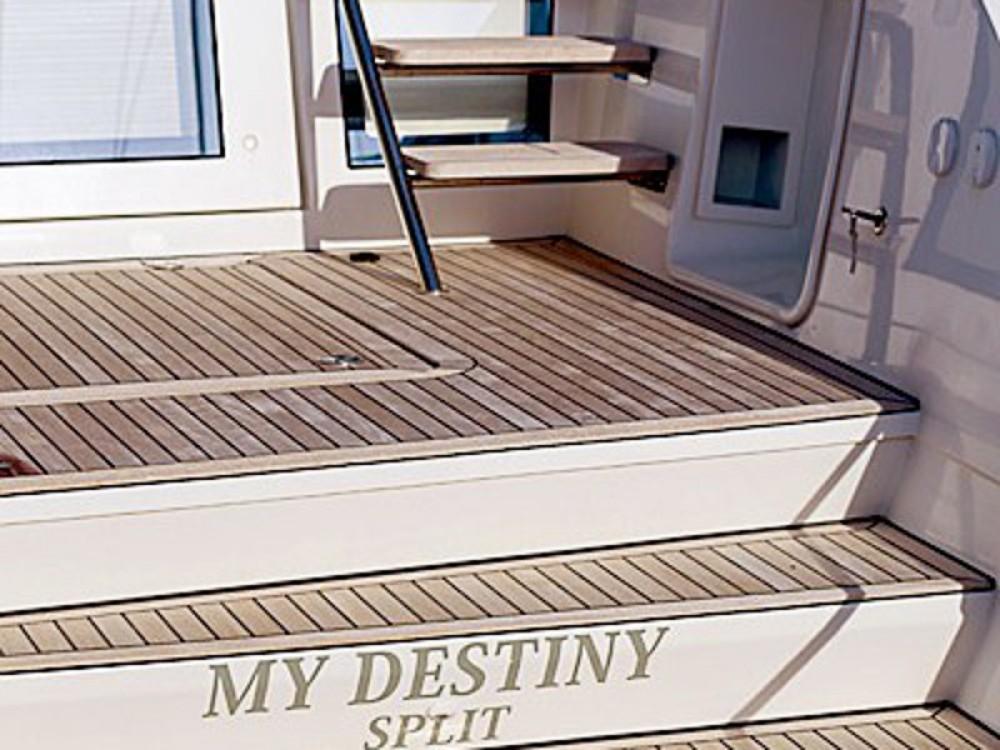 Bootverhuur Trogir goedkoop Lagoon 620 Luxury