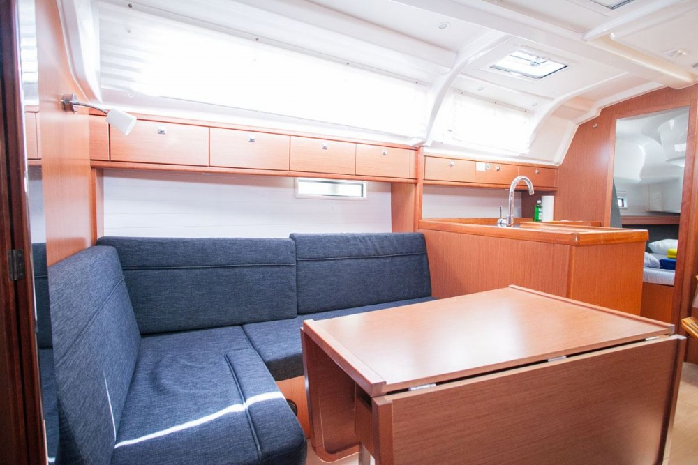 Huur een Bavaria Bavaria Cruiser 37 in ACI Marina Trogir
