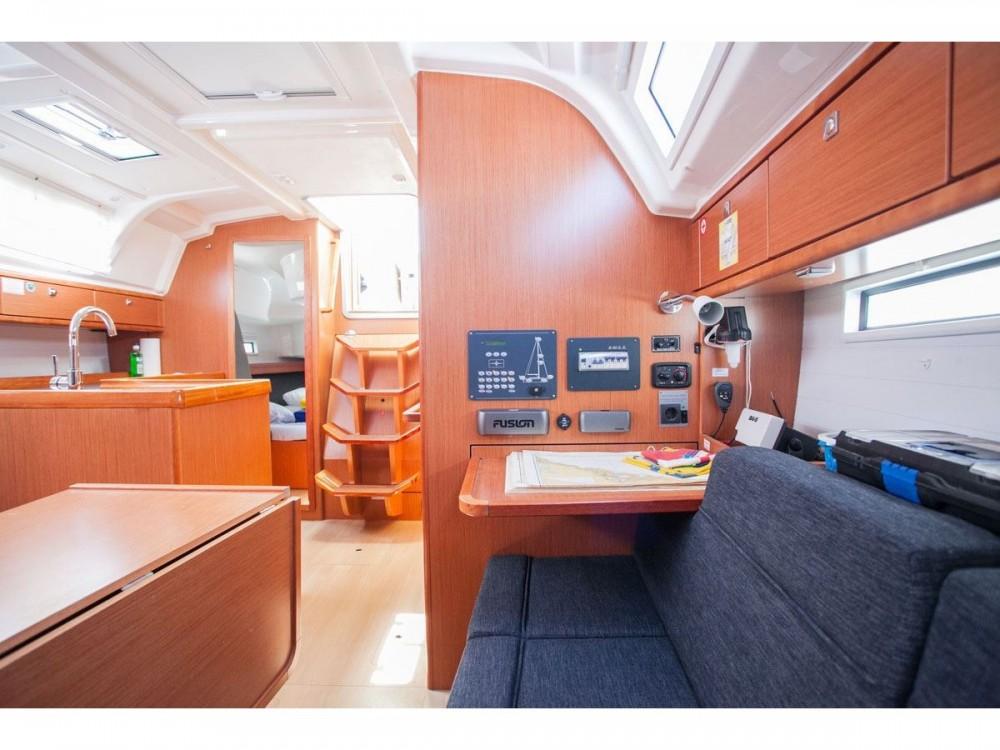Huur Zeilboot met of zonder schipper Bavaria in ACI Marina Trogir