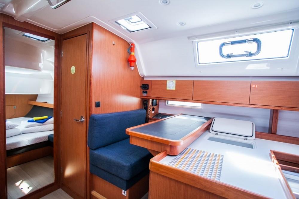 Huur een Bavaria Bavaria Cruiser 51 in Donji Seget