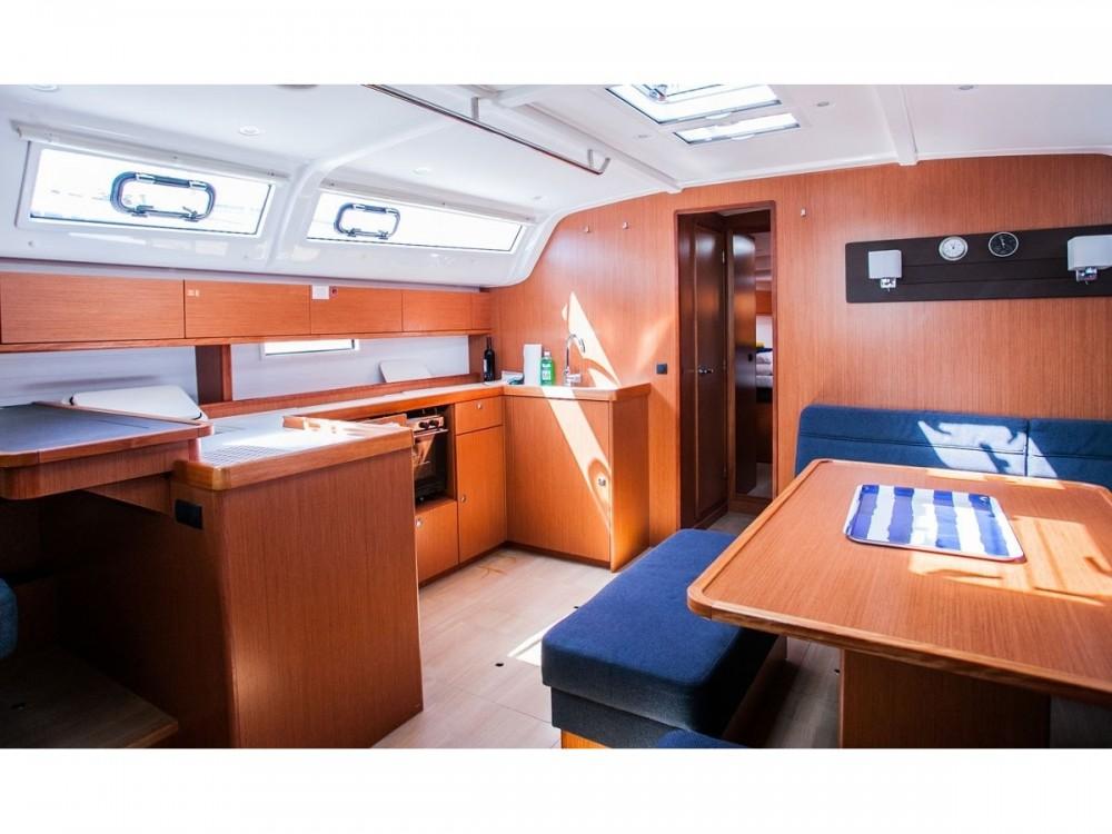 Bootverhuur Bavaria Bavaria Cruiser 51 in Donji Seget via SamBoat