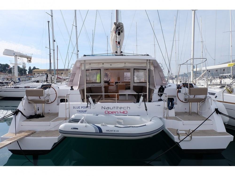 Huur Catamaran met of zonder schipper Nautitech in ACI Marina Trogir