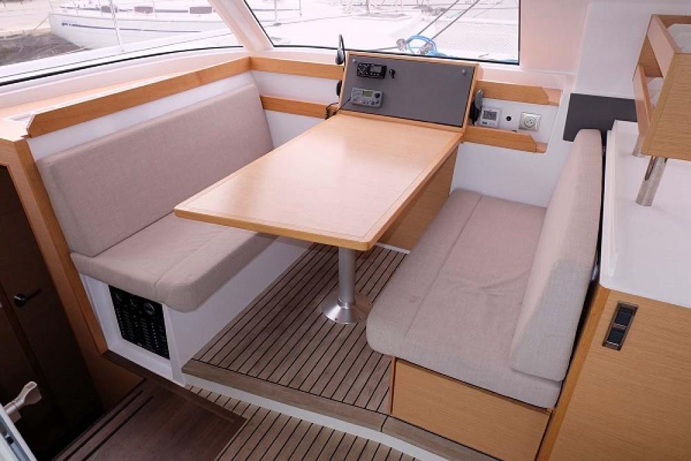 Catamaran te huur in ACI Marina Trogir voor de beste prijs