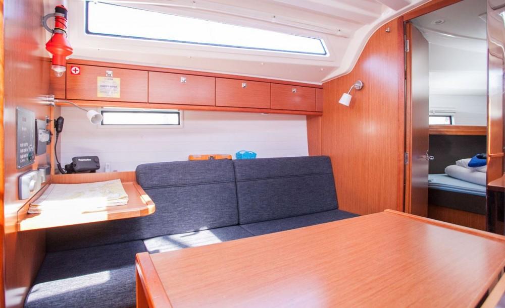 Bootverhuur Bavaria Bavaria Cruiser 37 in Komolac via SamBoat