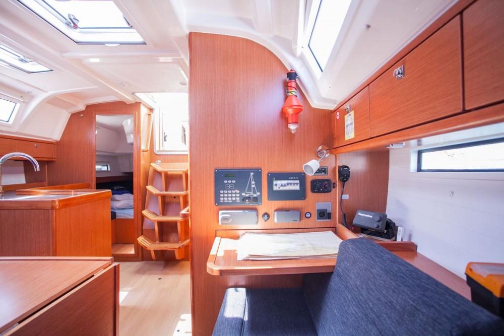 Bootverhuur Komolac goedkoop Bavaria Cruiser 37