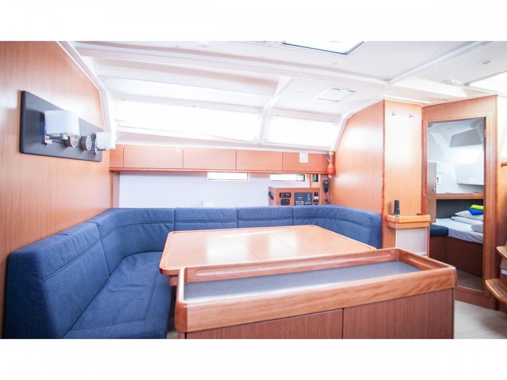 Huur een Bavaria Bavaria Cruiser 46 in Trogir