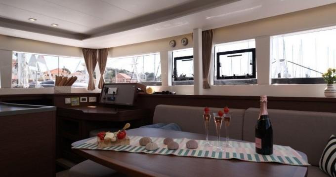 Bootverhuur Lagoon Lagoon 450 F in Trogir via SamBoat