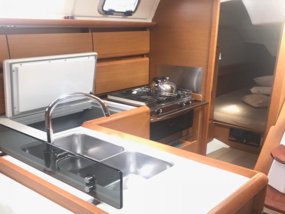 Bootverhuur Jeanneau Sun Odyssey 379 in  via SamBoat