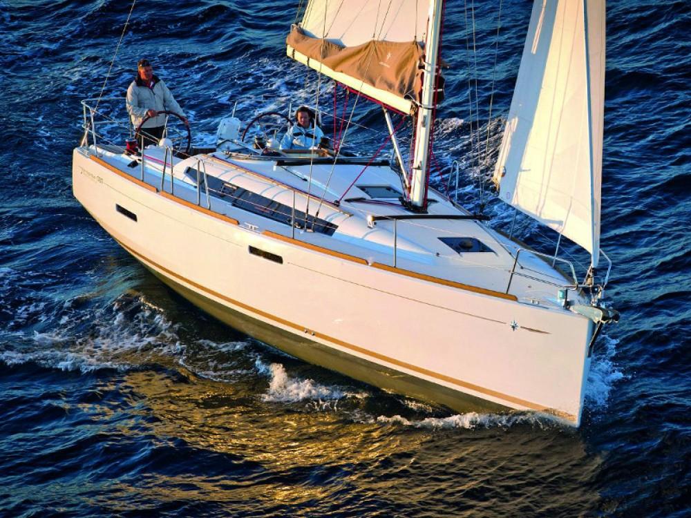Huur een Jeanneau Sun Odyssey 389 in Pula