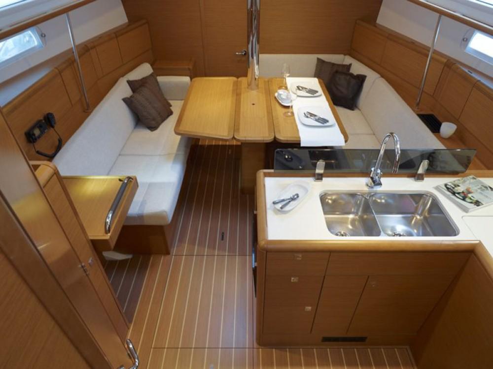 Bootverhuur Jeanneau Sun Odyssey 389 in Pula via SamBoat