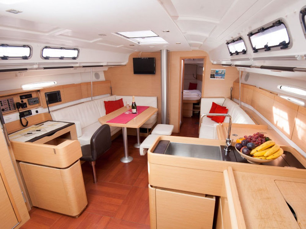 Zeilboot te huur in Kaštel Gomilica voor de beste prijs