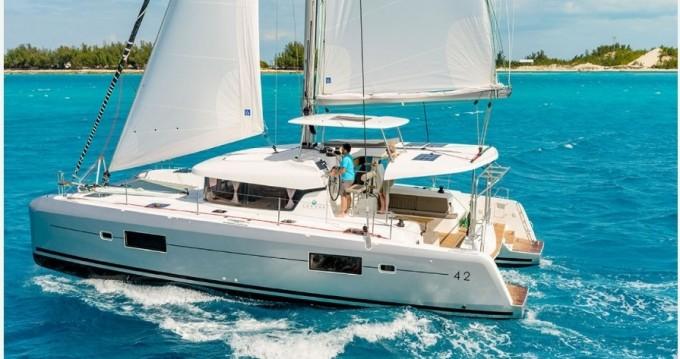 Catamaran te huur in Porto Pozzo voor de beste prijs