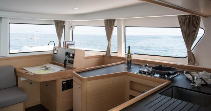 Catamaran te huur in Capo d'Orlando voor de beste prijs