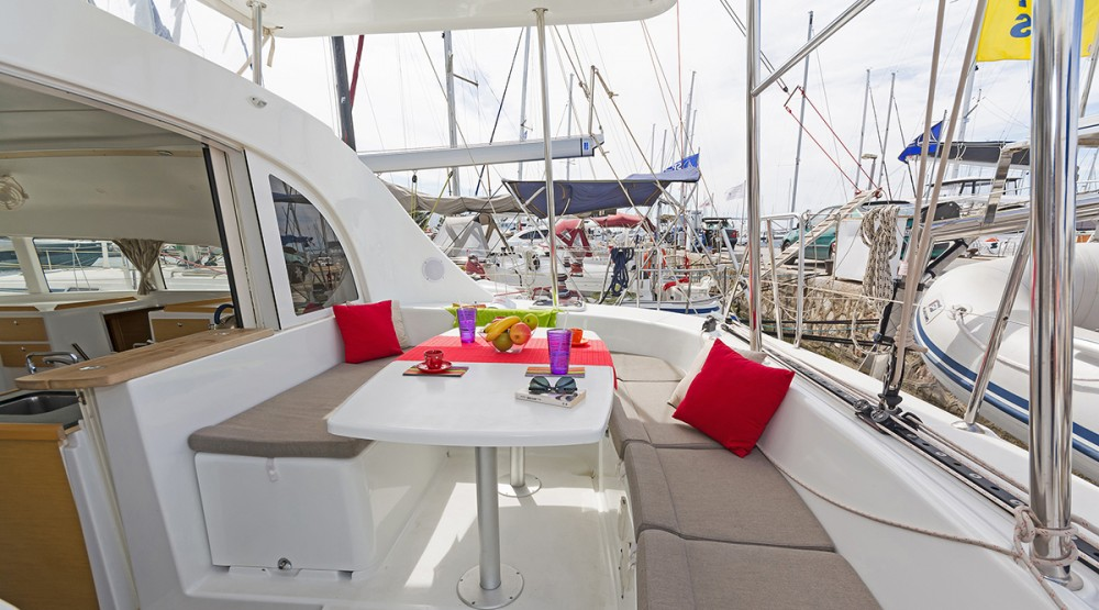 Bootverhuur Marina de Alimos goedkoop Lagoon 380