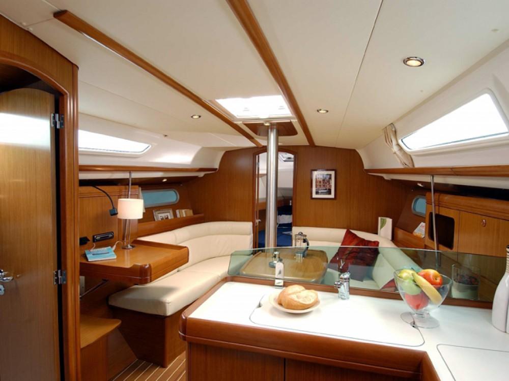Jeanneau Sun Odyssey 36i te huur van particulier of professional in Castiglione della Pescaia