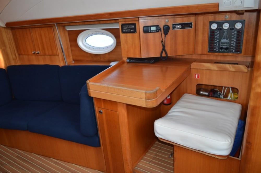 Bootverhuur Elan Elan 434 Impression in  via SamBoat