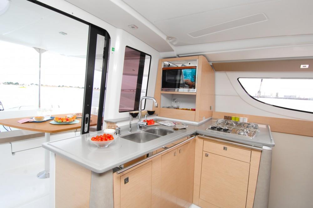 Huur Catamaran met of zonder schipper Fountaine Pajot in Kaštel Gomilica