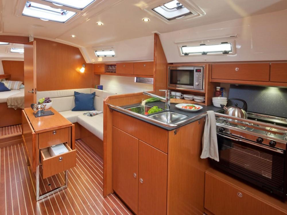 Bootverhuur Lissabon goedkoop Bavaria 36 Cruiser