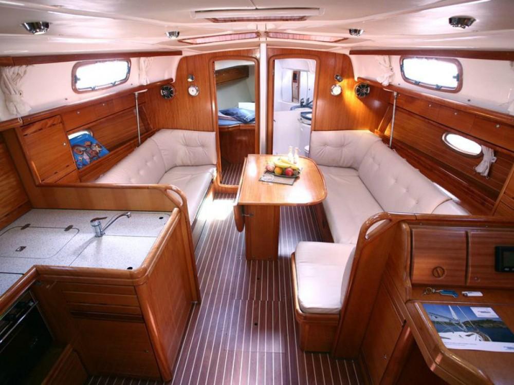 Bootverhuur Marina Gouvia goedkoop Bavaria 37 Cruiser