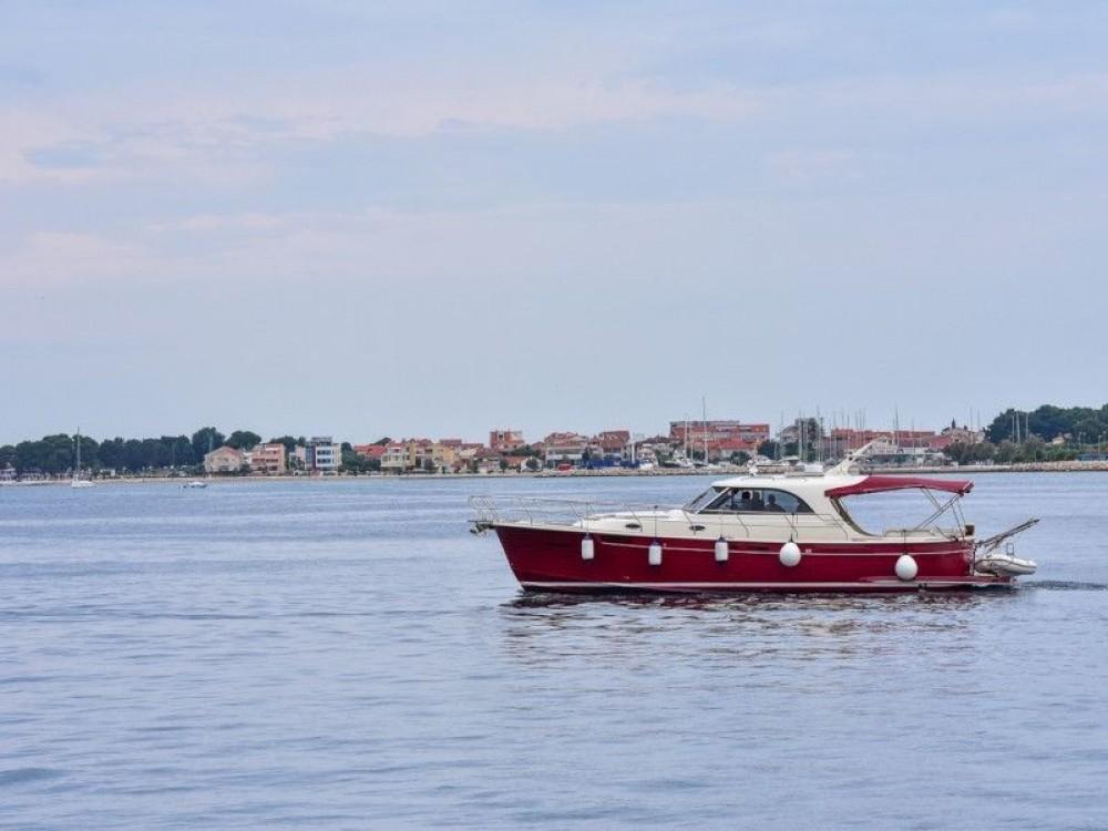 Sas Vektor ADRIANA 44 te huur van particulier of professional in Marina Zadar