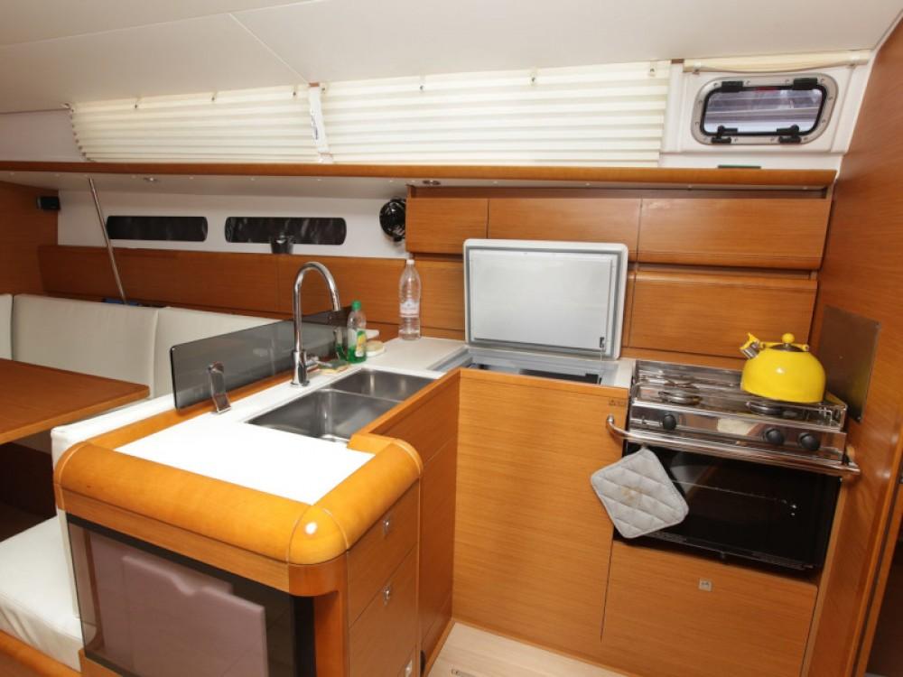 Bootverhuur Jeanneau Sun Odyssey 439 in Tivat via SamBoat