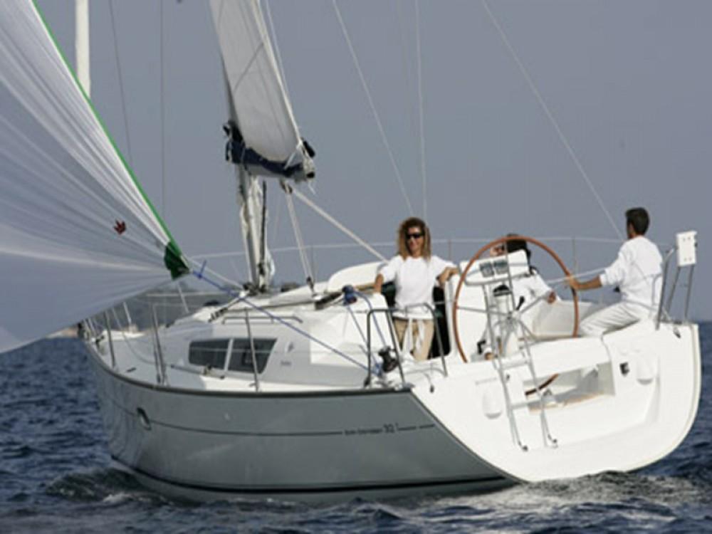Huur een Jeanneau Sun Odyssey 32 in Marina de Alimos