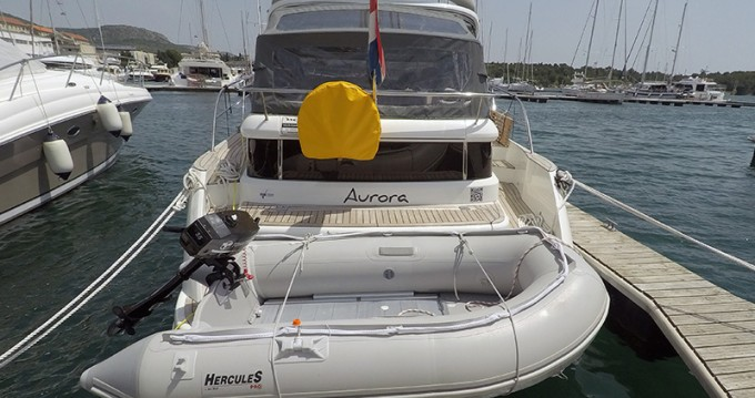Huur een Marex Marex 320 ACC in Šibenik