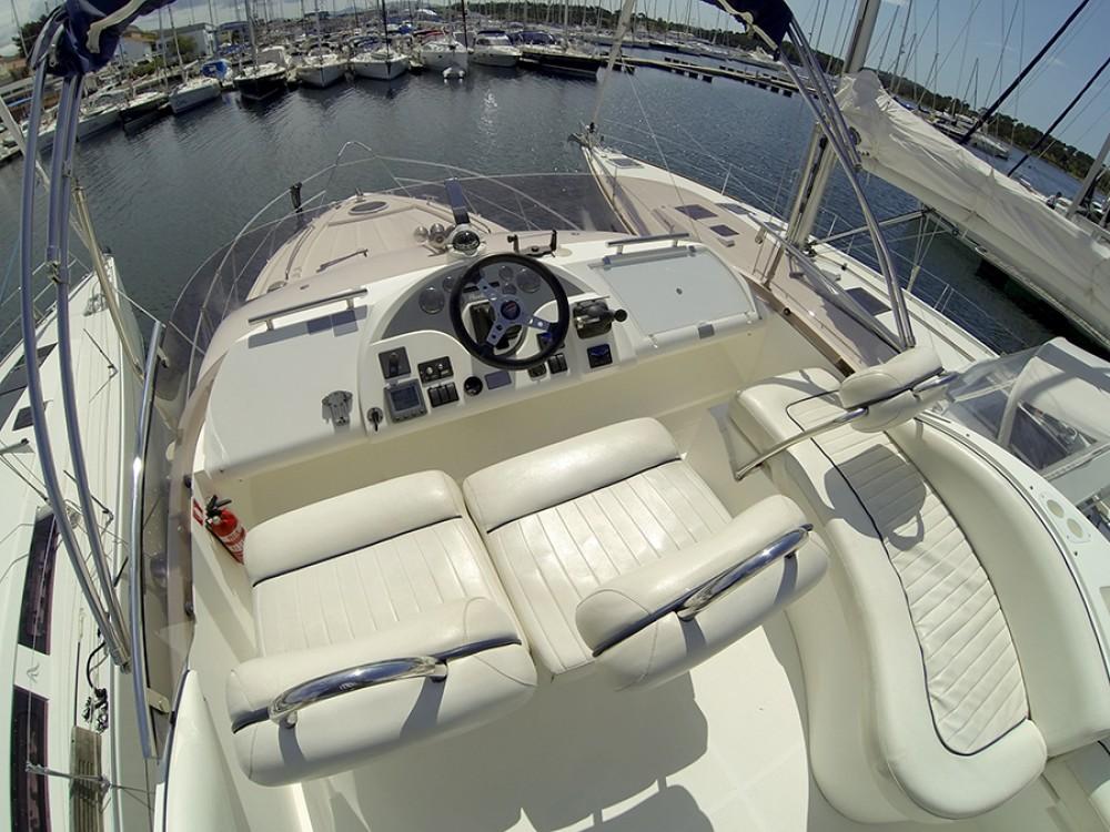 Verhuur Motorboot Fairline met vaarbewijs