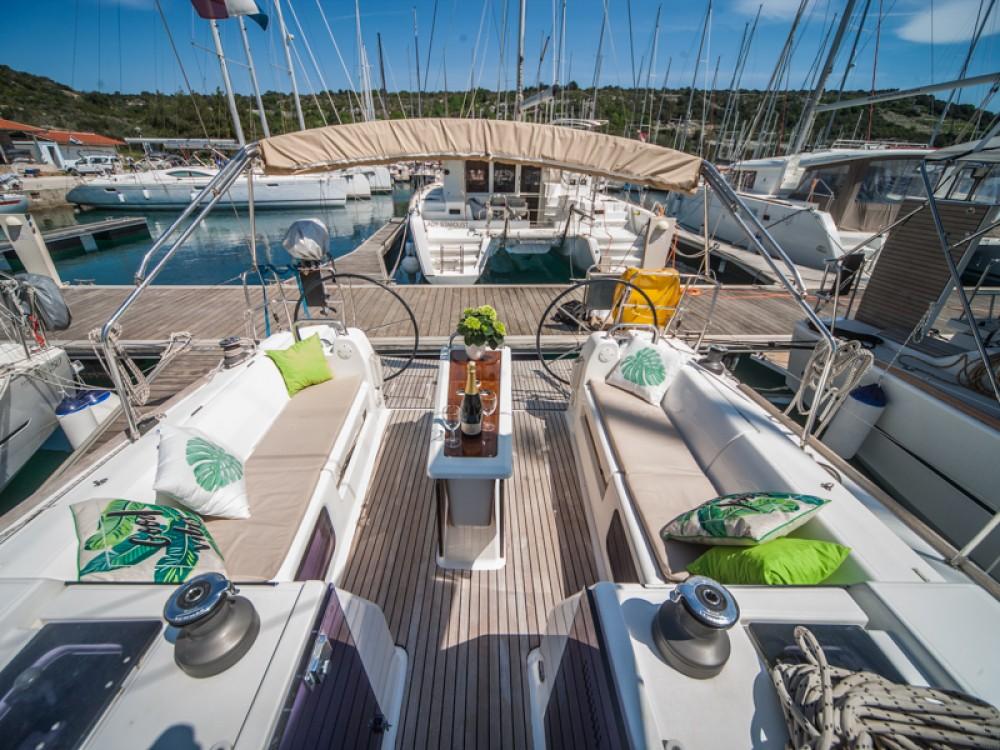 Verhuur Zeilboot in Primošten - Dufour Dufour 410 Grand Large