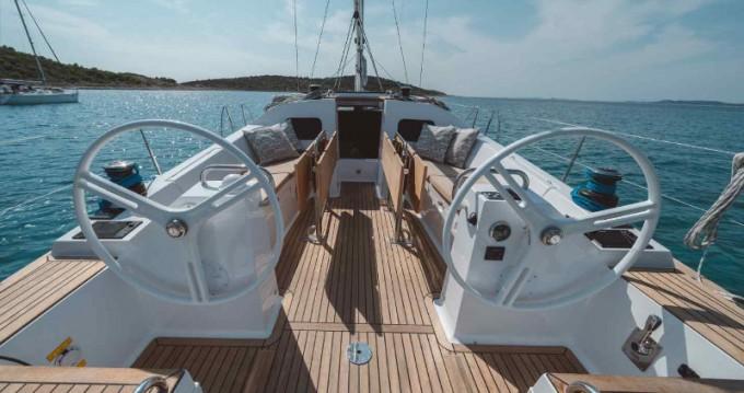 Huur Zeilboot met of zonder schipper Elan in Primošten