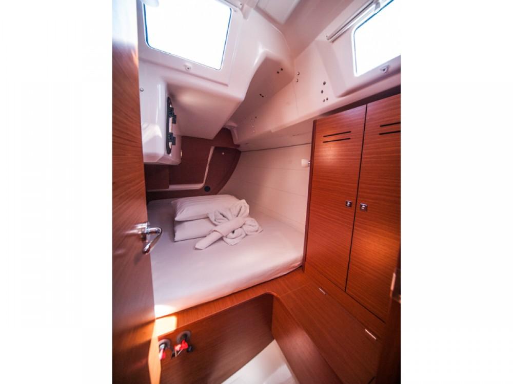 Dufour Dufour 350 Grand Large te huur van particulier of professional in Primošten