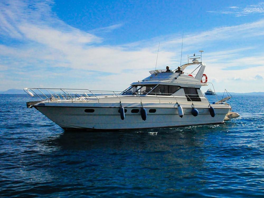 Huur Motorboot met of zonder schipper Princess in Marina Gouvia