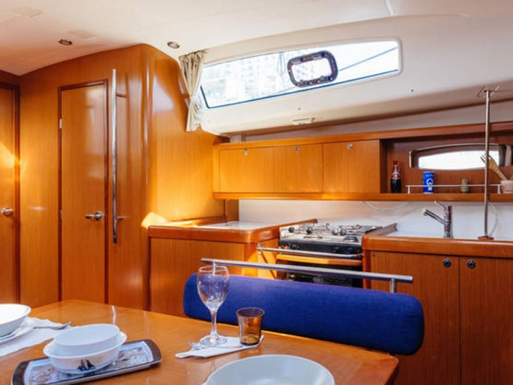 Huur een Bénéteau Beneteau Oceanis 43  in Barcelona