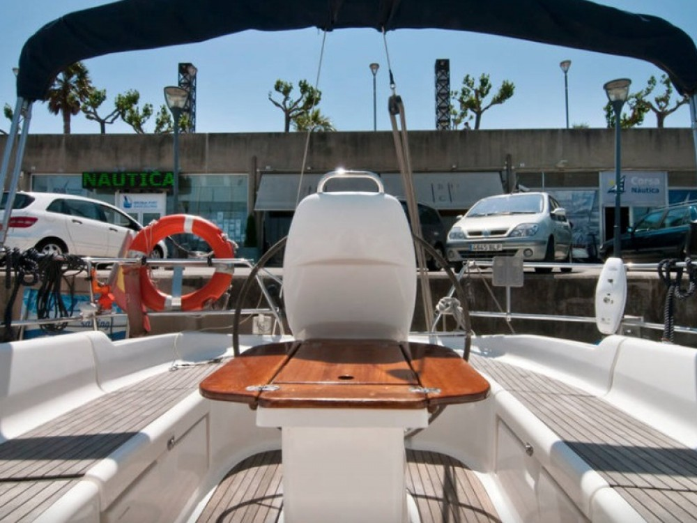 Bootverhuur Barcelona goedkoop Bavaria 37 Cruiser
