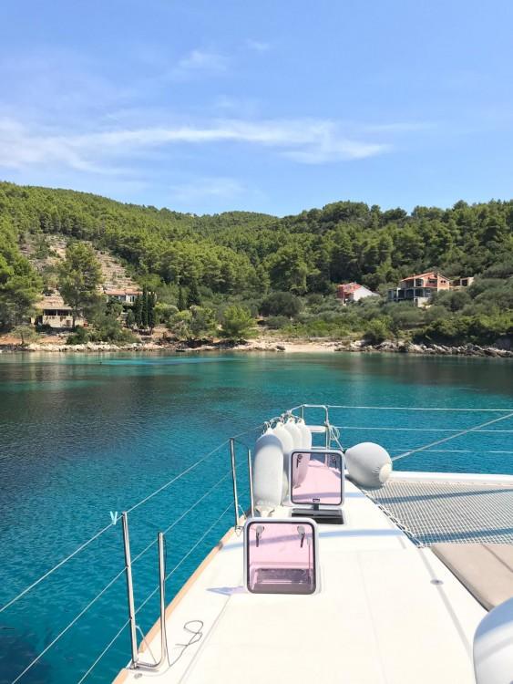 Verhuur Catamaran in Kaštel Gomilica - Lagoon Lagoon 560