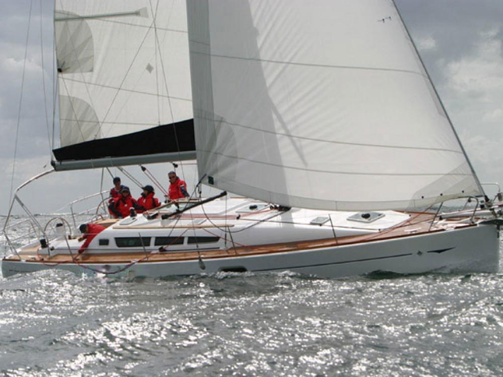 Jeanneau Sun Odyssey 42 i te huur van particulier of professional in Marina de Alimos
